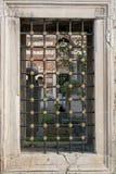 Vieille architecture de fenêtre des temps de tabouret Photo stock