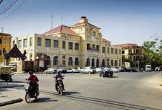 Vieille architecture française coloniale dans le camb central de ville de Phnom Penh Photographie stock