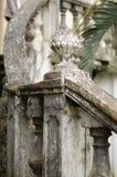Vieille balustrade en pierre d'escalier de balustres image libre de droits