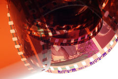 Vieille bande de film du négatif 35mm sur le fond blanc Images libres de droits