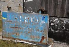 Vieille bannière d'un bureau d'argent de changement à une frontière entre Europea Images libres de droits