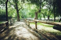 Vieille barrière décorative en bois photos libres de droits