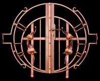 Vieille barrière de fonte avec des lances d'isolement Image stock