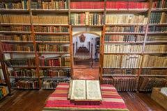 Vieille bibliothèque historique Images stock