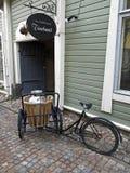 Vieille bicyclette dans Porvoo Photographie stock libre de droits