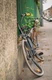 Vieille bicyclette de cru Photo libre de droits
