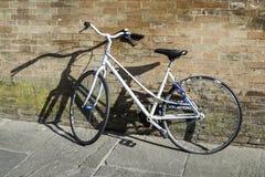 Vieille bicyclette italienne Image libre de droits
