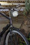 Vieille bicyclette rouillée de vintage Images libres de droits