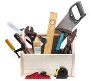 Vieille boîte à outils de Wooden de charpentier avec des outils d'isolement sur le blanc photographie stock libre de droits