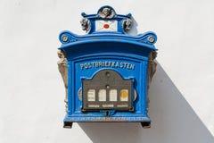 Vieille boîte aux lettres publique allemande Photos libres de droits