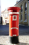 Vieille boîte aux lettres publique rouge Photo libre de droits