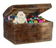 Vieille boîte avec les décorations et la Santa Claus de Noël Images stock