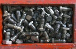 Vieille boîte en bois pour le boulon en métal Photo libre de droits