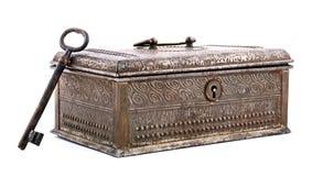 Vieille boîte et clé en métal Photos stock