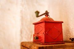 Vieille boîte métallique rouge Image stock