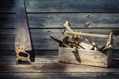 Vieille boîte à outils de charpentiers Photographie stock libre de droits