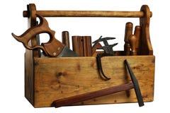 Vieille boîte à outils en bois complètement d'outils d'isolement Photo stock