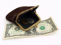 Vieille bourse avec deux dollars, sur un fond blanc Photographie stock libre de droits