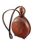 Vieille bouteille d'eau faite de bois foncé - cutura image stock