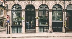 Vieille boutique dans la ville Photographie stock