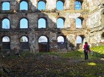Vieille brique et murs en pierre, les ruines des bâtiments Image libre de droits