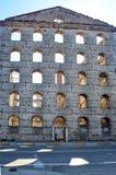 Vieille brique et murs en pierre, les ruines des bâtiments Fond Images stock
