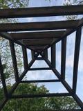 Vieille cabane dans un arbre images libres de droits