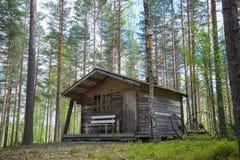 Vieille cabine dans les bois Image libre de droits