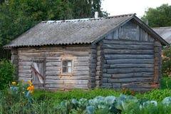 Vieille cabine de logarithme naturel Photographie stock
