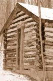Vieille cabine de logarithme naturel en bois Photos stock