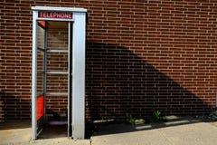 Vieille cabine téléphonique Image stock