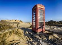 Vieille cabine téléphonique rouge Photos libres de droits
