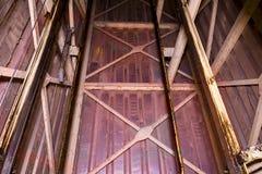 Vieille cage d'ascenseur Soulevez la reconstruction Objet industriel Plan rapproché Photo libre de droits