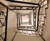 Vieille cage d'escalier d'enroulement Image stock