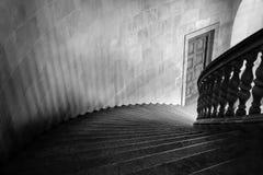 Vieille caisse en pierre d'escaliers Photo libre de droits
