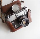 Vieille caméra soviétique avec la couverture photo stock