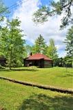 Vieille carlingue de rondin rustique située dans Childwold, New York, Etats-Unis Images stock