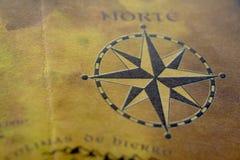 Vieille carte avec le compas Photographie stock libre de droits