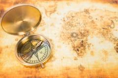 Vieille carte avec une boussole antique Image libre de droits