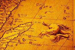Vieille carte de l'Afrique Madagascar avec le monstre de mer Images libres de droits