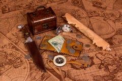 Vieille carte et choses pour le voyage Photo stock