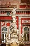 Vieille carte postale avec la statue de peste en Liberty Square Timisoara, RO Photo libre de droits