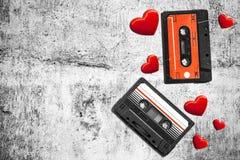 Vieille cassette sonore Bandes audio multicolores Vue de plan rapproché Le concept de la vieille musique grande collection de rét Photographie stock
