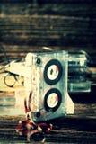 Vieille cassette sonore classique avec retiré de la bande photos stock