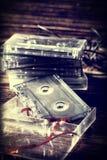 Vieille cassette sonore classique avec retiré de la bande images libres de droits