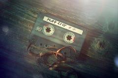 Vieille cassette sonore classique avec retiré de la bande photographie stock libre de droits