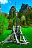 Vieille catapulte en bois photographie stock