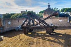 Vieille catapulte romaine dans le saint Angelo de château rome l'Italie photo libre de droits