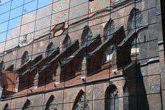 Vieille cathédrale dans un miroir Images stock
