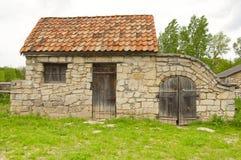 Vieille cave de grange avec les carreaux de céramique images libres de droits